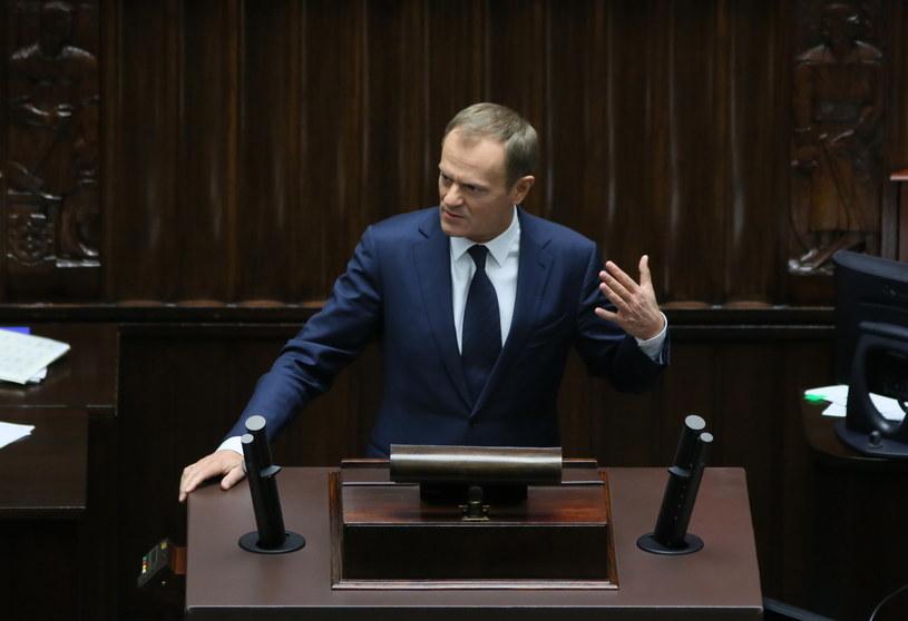 Donald Tusk przemawia przed głosowaniem ws. referendum /Leszek Szymańki /PAP