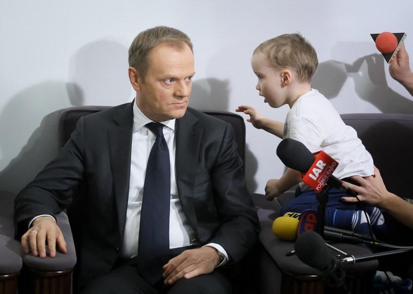 Donald Tusk spotkał się z protestującymi w Sejmie /PAP