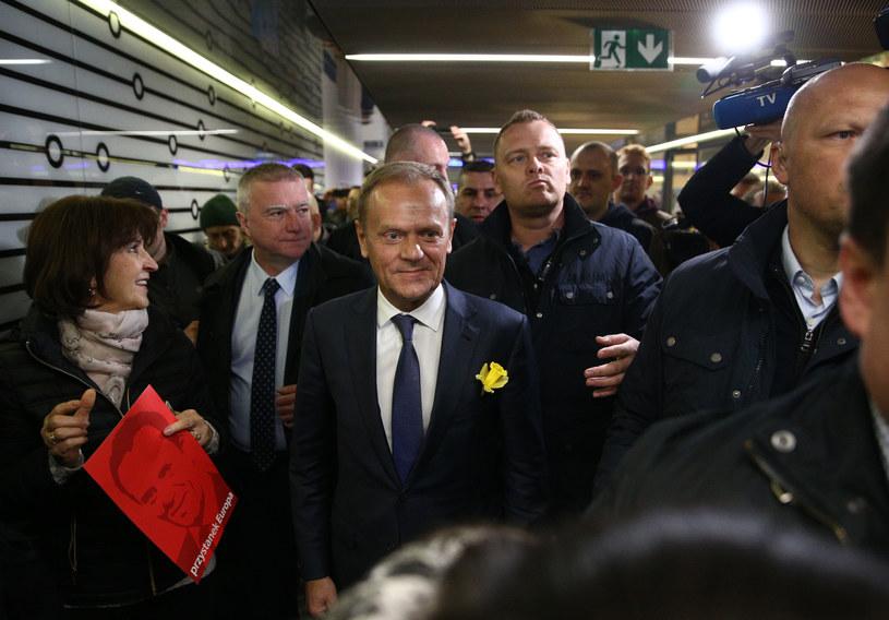 Donald Tusk w drodze do prokuratury /Krystian Maj /FORUM