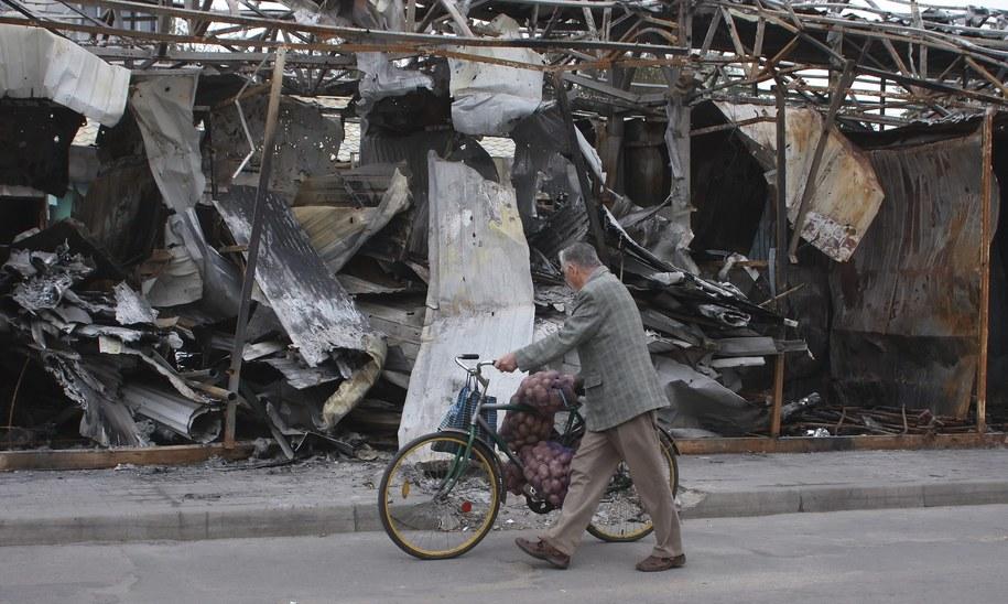 Doniecka ulica po bombardowaniu /PHOTOMIG /PAP/EPA