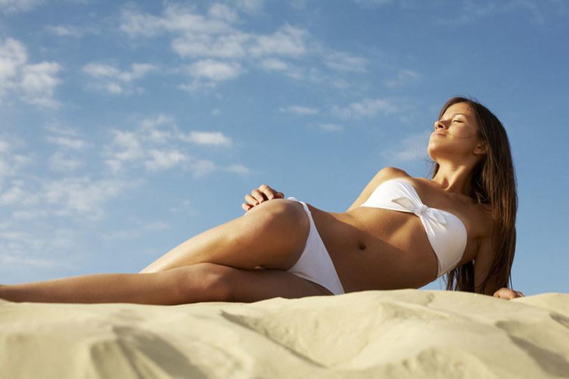 Dopasuj strój kąpielowy, który pozwoli idealnie wyeksponować sylwetkę /© Photogenica