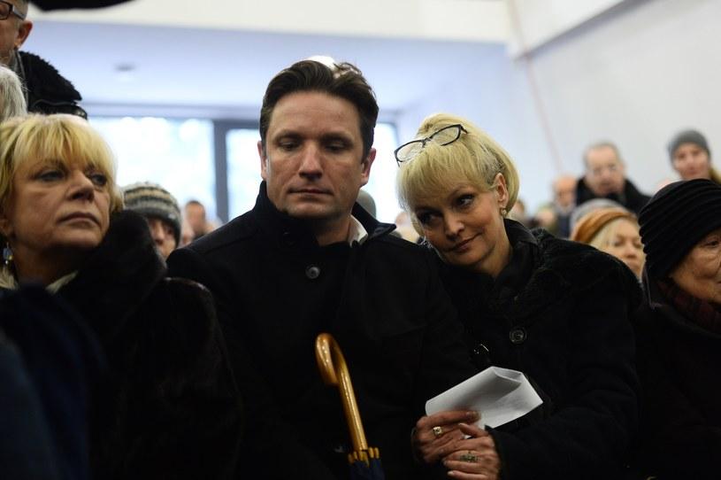 Dorota Stalińska (L) i Adriana Biedrzyńska (P) na pogrzebie Krystyny Sienkiewicz /VIPHOTO /East News