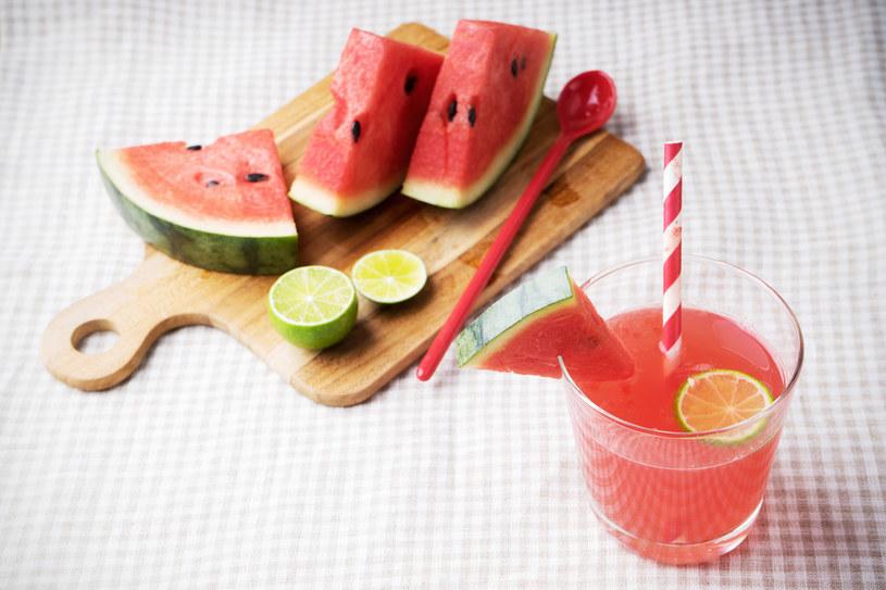 Doskonałą propozycją jest również połączenie arbuza, melona, limonki i mięty /©123RF/PICSEL