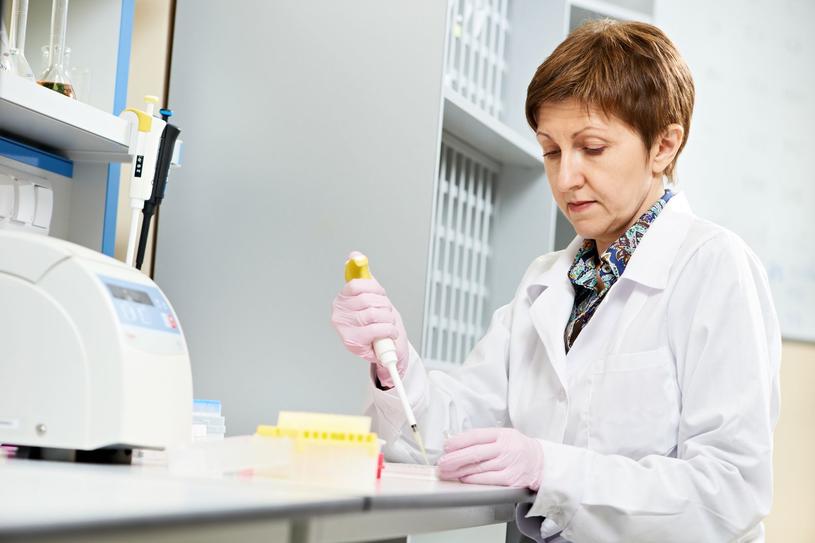 Dostajesz kartkę z wynikami badań laboratoryjnych i nie wiesz, co dalej? Pytaj! /123RF/PICSEL
