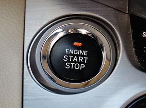 Dostęp bezkluczykowy oznacza, że silnik uruchamia się przyciskiem. Gadżet – ale przydatny i wygodny. (kliknij, żeby powiększyć) /Motor