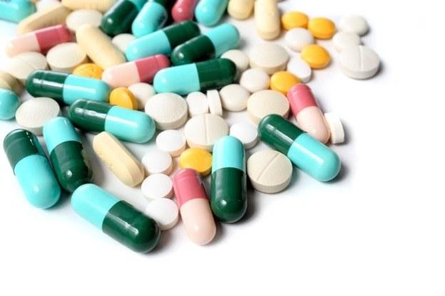 Doustne przyjmowanie leków zwiększa lekooporność bakterii /123RF/PICSEL
