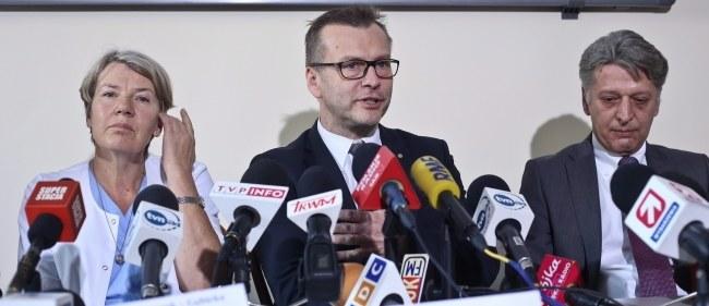 dr Bogumiła Wołoszczuk-Gębicka, prof. Mirosław Wielgoś i prof. Andrzej Kamiński /PAP/Rafał Guz /PAP