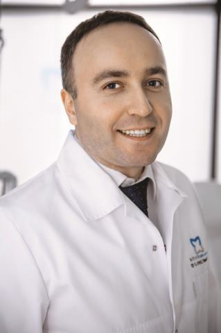 DR n. med.  Paweł Rujna,  dermatolog, dermatochirurg /Mat. Redakcyjne