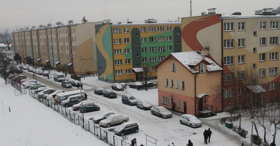 Dramat wydarzył się w bloku przy ul. Cegielnianej 14 (środkowy, zielono-żółty budynek) /fot. Jacek Bednarczyk /PAP