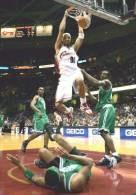 Drew Gooden w ataku na kosz Celtics /AFP