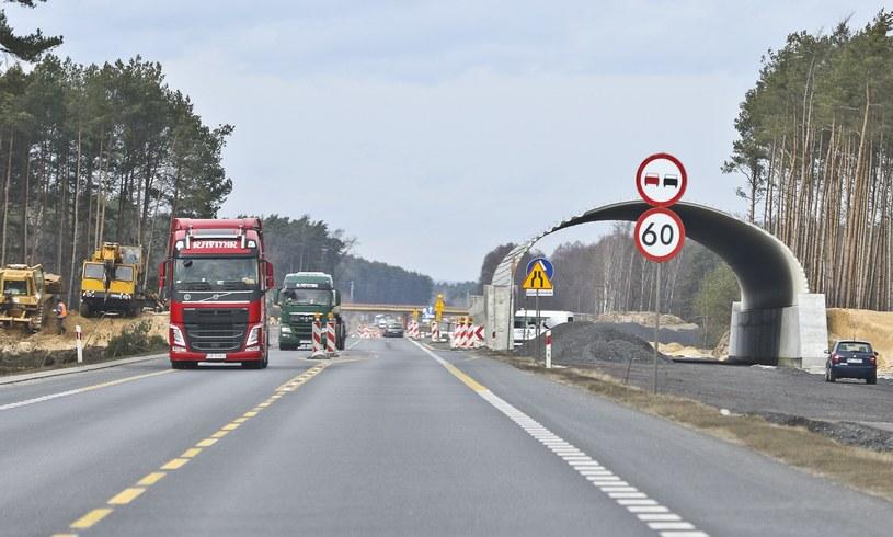 Droga S6 umożliwi dojazd od zachodu na środkowe wybrzeże. Niestety odcinek w stronę Trójmiasta trafił na listę rezerwową (fot. ilustracyjne) /Piotr Jędzura /Reporter