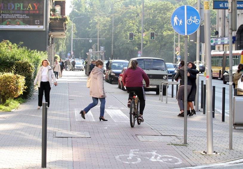 Drogi pieszych i rowerzystów krzyżują się często /Jarosław Jakubczak / Polska Press /East News