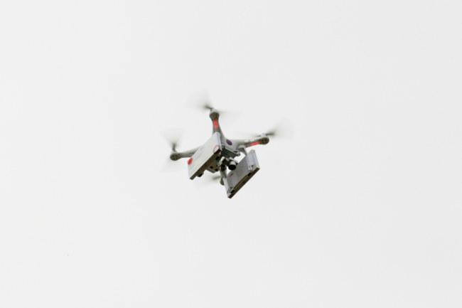 Dron aborcyjny w powietrzu /PAP/Lech Muszyński /PAP
