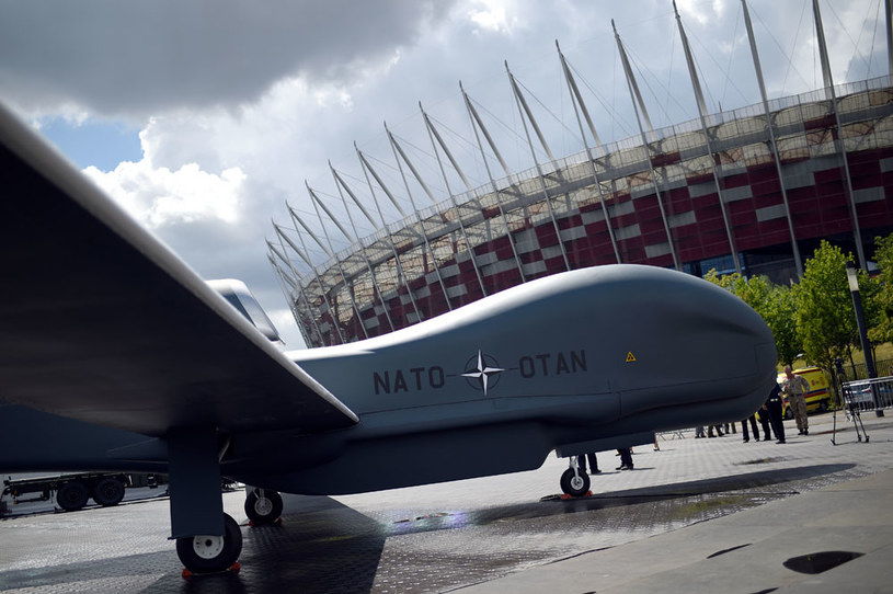 Dron NATO pod Stadionem Narodowym /AFP