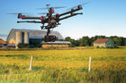 Dron uderzył w śmigłowiec. Kampania społeczna BBC