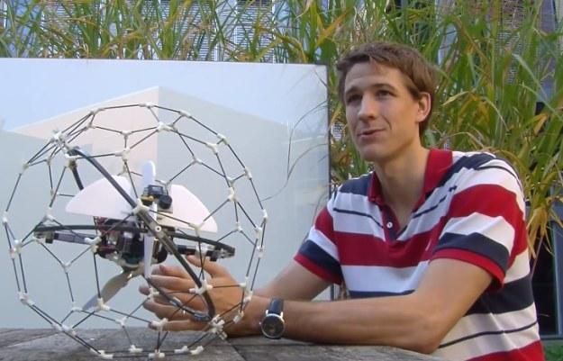 Dron w klatce.    Fot. epflnews /materiały prasowe