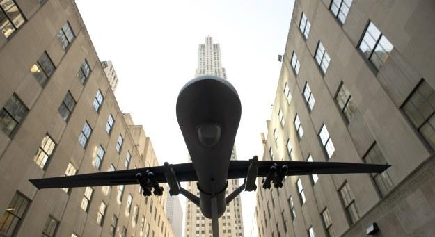 Drony zagrażają samolotom pasażerskim /AFP