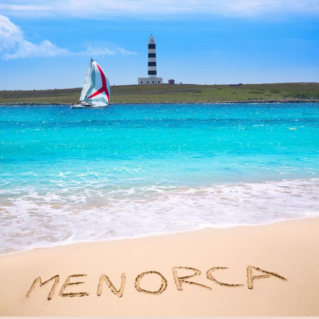 Druga pod względem wielkości wyspa hiszpańskiego archipelagu Balearów nie jest tak popularna jak tłumnie odwiedzana Majorka /123/RF PICSEL