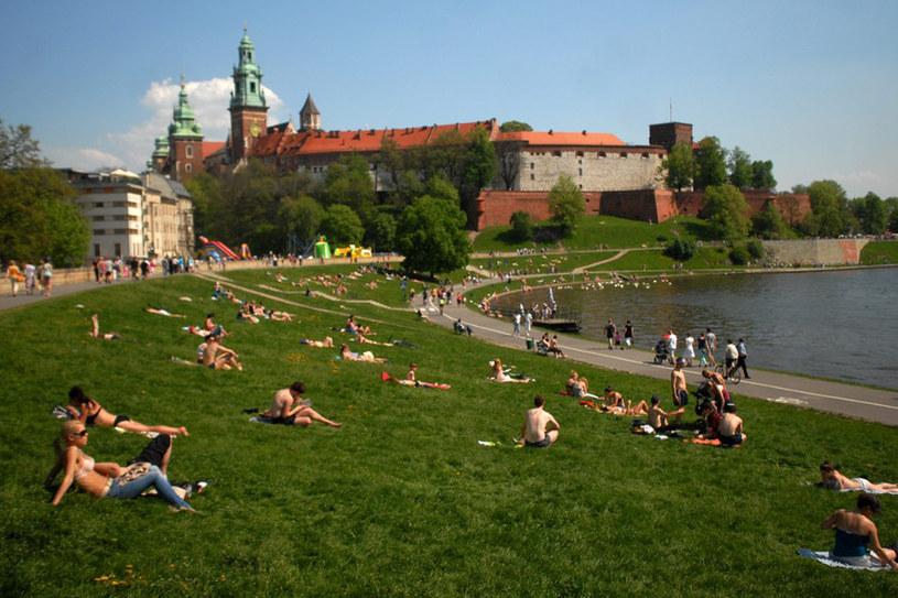 """Drugą typową cechą Polaków, w przekonaniu Niemców, jest życzliwość, a jej przykładem np. """"polska gościnność"""" /Lasyk /Reporter"""