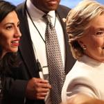 """""""Drukowanie było trudne"""". Absurdalne tłumaczenia doradczyni Clinton"""