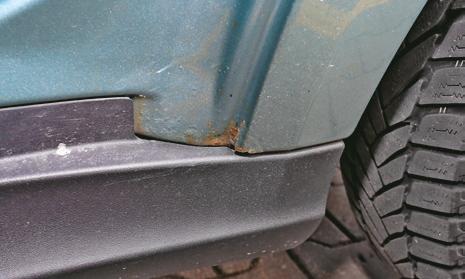 Drzwi nie są zardzewiałe, ale rdzawe punkty pojawiają się już przy tylnych nadkolach. /Motor