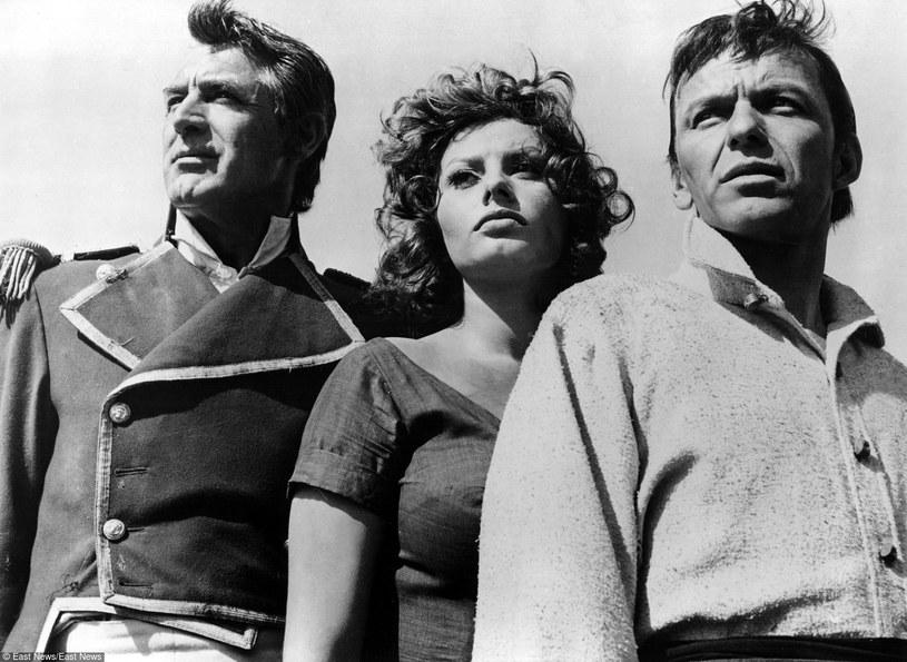 """Duma i namiętność"": Cary Grant, Sophia Loren i Frank Sinatra /East News"