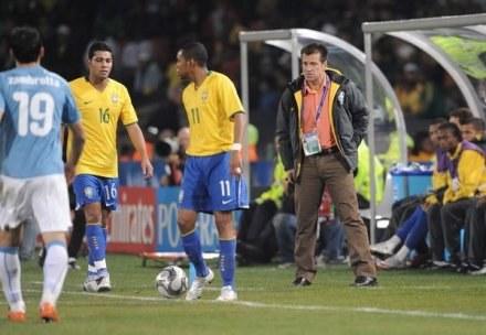 Dunga i Robinho zdaniem Beckenbauera nie tworzą prawdziwej reprezentacji Brazylii /AFP