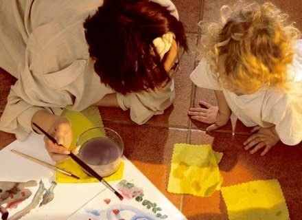 Dużą grupę nielegalnych pracowników stanowią opiekunki do dzieci i gosposie. /INTERIA.PL