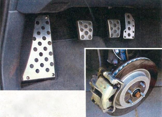 Duże hamulce z rowkowanymi tarczami pochodzą, tak jak metalowe pokrycie pedałów, z katalogu części sportowych Corolli. /Motor