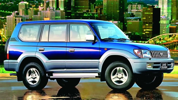 Dużo droższy, dużo większy - nie zawsze lepszy. Znalezienie dobrego Land Cruisera to loteria. /Motor