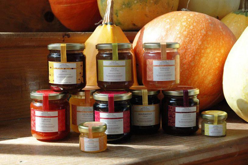 Duży asortyment regionalnych produktów z całej Portugalii, w tym słodkości (m.in. ciasto Bolo de mel z Madery, czekolady, dżemy, miody), pasztety, oliwy smakowe, octy oraz wina oferuje sklep PORTUCRAFT - Arte, Sabores e Tradições de Portugal /©123RF/PICSEL
