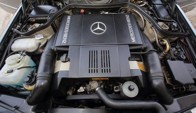 Duży silnik wymusił przeniesienie akumulatora do bagażnika. /Motor
