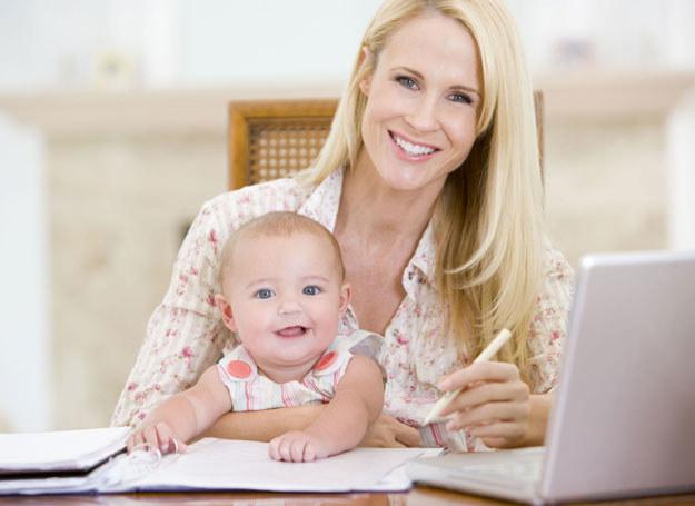 Dwa etaty, mąż, dziecko - trudno to wszystko pogodzić /123RF/PICSEL