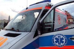 Dwa pijani mężczyźni zaatakowali załogę karetki pogotowia