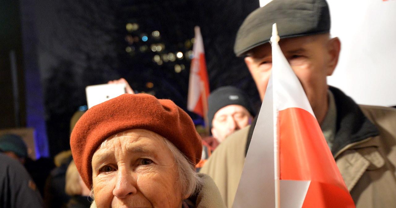 Dwa protesty ws. Trybunału Konstytucyjnego przed Sejmem