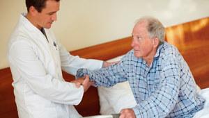 Dwa tysiące złotych na opiekę nad osobami z chorobą Alzheimera
