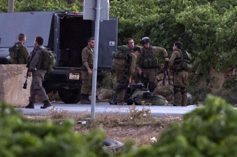 Dwaj 16-latkowie i 19-latek zaginęli, gdy łapali autostop obok Gusz Ecjon. /JIM HOLLANDER    /PAP/EPA