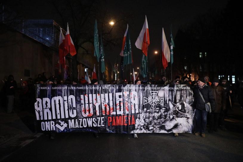 """Dwie osoby zatrzymane po marszach w dniu pamięci """"żołnierzy wyklętych"""" /Tomasz Gzell   /PAP"""