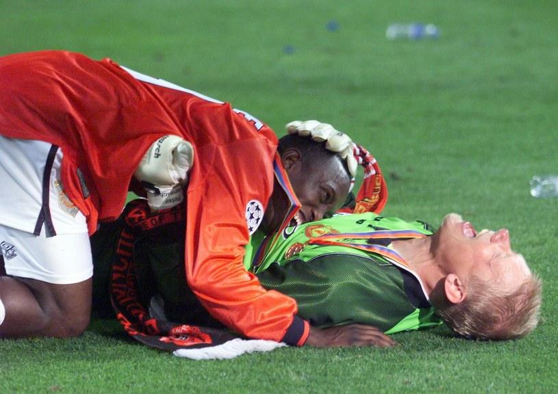 Dwight Yorke i Peter Schmeichel szaleli ze szczęścia /AFP