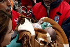 Dwutygodniowa dziewczynka przeżyła prawie dwie doby pod gruzami