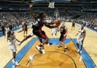 """Dwyane Wade w """"powietrznej"""" akcji na kosz Wizards /AFP"""