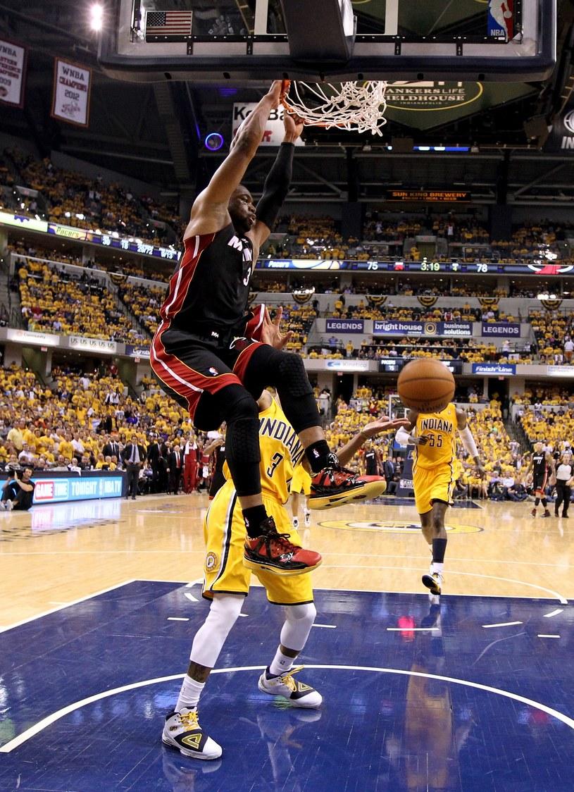 Dwyane Wade z Miami Heat w efektownej akcji na kosz Pacers /AFP