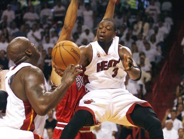 Dwyane Wade (z prawej) i Shaquille O'Neal - jeden z najlepszych duetów w NBA /AFP