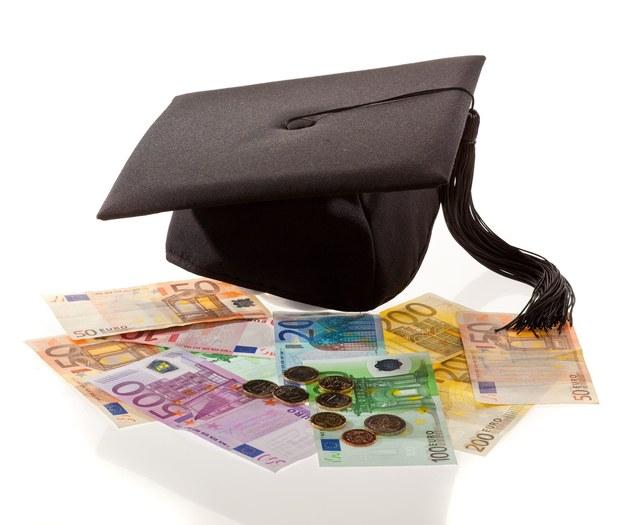 Dyplom uczelni nie jest gwarantem sukcesu na rynku pracy /123RF/PICSEL