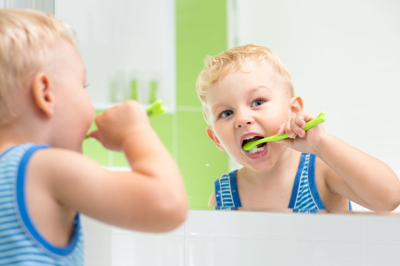 Działania zapobiegające próchnicy zębów powinny rozpocząć się jak najwcześniej /123RF/PICSEL