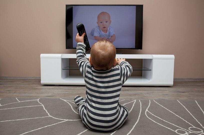 Dzieci do 3. roku życia nie powinny oglądać telewizji w ogóle /123RF/PICSEL