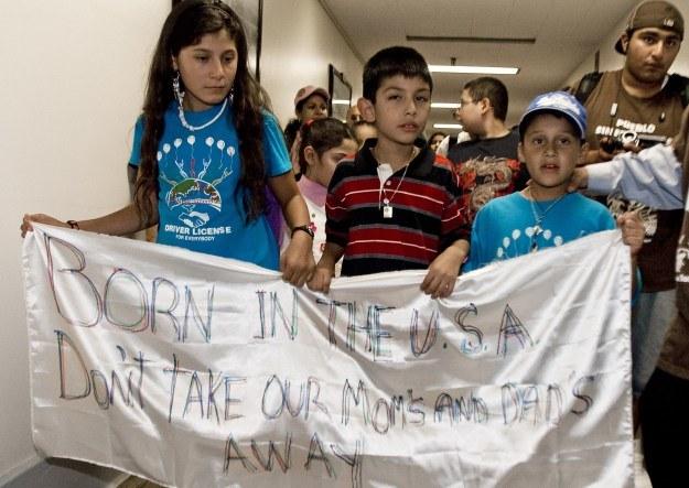 Dzieci imigrantów protestują w Waszyngtonie przeciw odsyłaniu ich rodziców do Meksyku /AFP