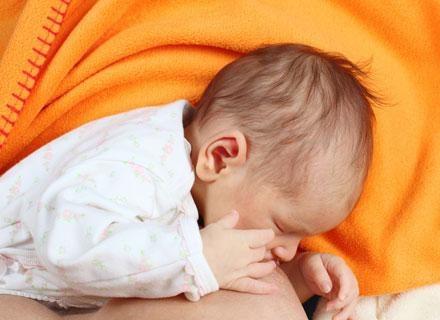 Dzieci karmione mlekiem matki mają w nastoletnim wieku silniejsze mięśnie nóg /© Panthermedia