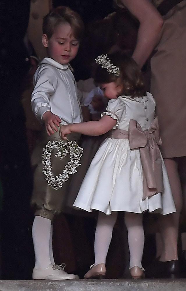 Dzieci książęcej pary George i Charlotte na ślubie Pippy Middelton /Getty Images