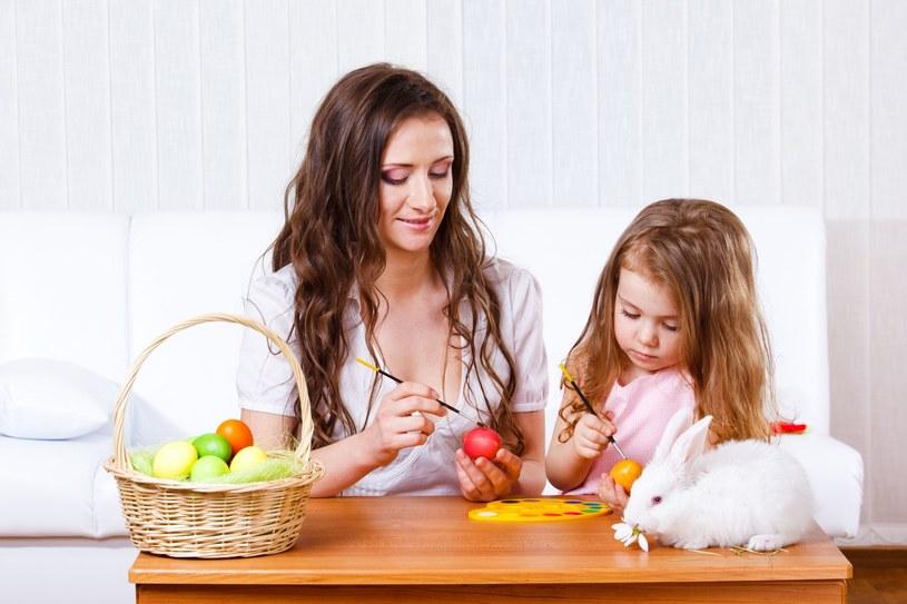 Dzieci mogą świętować Wielkanoc nawet, jeśli nie chodzą na religię /123RF/PICSEL
